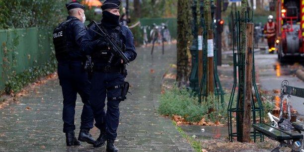 Un suspect libere et un nouveau dans l'attaque au couteau de paris[reuters.com]