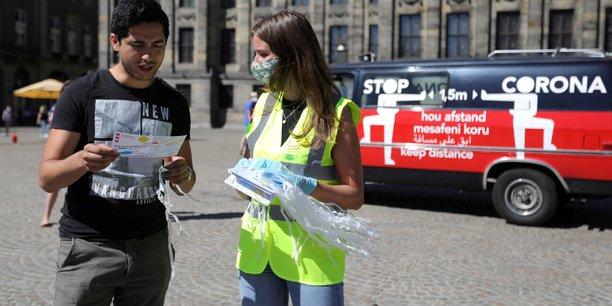 Coronavirus: les pays-bas durcissent les regles sociales[reuters.com]
