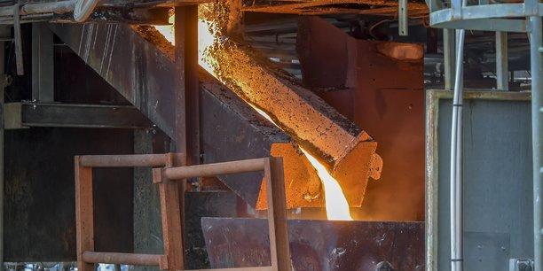 Coulée de déchets d'amiante vitrifiés lors de l'inauguration de la nouvelle usine Inertam.