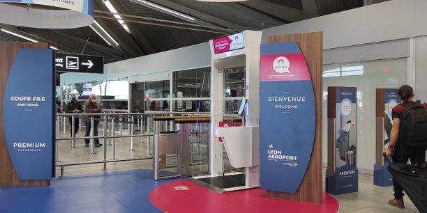Une fois leur dossier passager créé sur l'application mobile Mona (ou via une borne disponible à l'entrée de l'aéroport), les voyageurs pourront ensuite accéder à des coupes-files les identifiant avec l'aide de la biométrie.