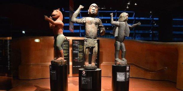 Des statues royales d'Abomey, des prises de guerre de l'armée française en 1892, actuellement la propriété du musée du Quai Branly en France.