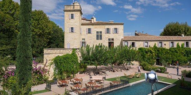 Le château de Calvières, à Saint-Laurent-d'Aigouze, sert de décor à la nouvelle série de TF1, Ici tout commence.