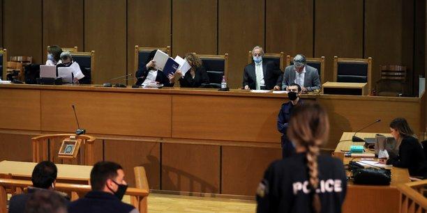 La justice grecque ordonne le placement en detention des dirigeants d'aube doree[reuters.com]