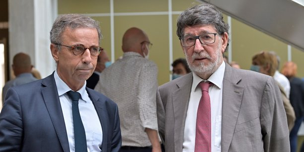 Alain Anziani, maire de Mérignac et président de Bordeaux Métropole, à droite, au côté de Pierre Hurmic, maire de Bordeaux et vice-président de la Métropole.