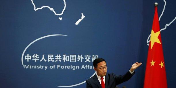 La chine donne une semaine a six medias americains pour l'informer de leurs activites[reuters.com]