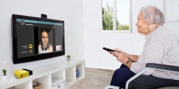 Une télécommande développée par Technosens permet aux personnes âgées de piloter facilement l'interface.