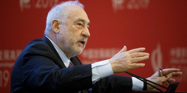 Joseph E. Stiglitz enseigne actuellement à la Graduate School of Business de l'Université de Columbia. De 1997 à 2000, il a été économiste en chef de la Banque mondiale. En 2001, il a reçu, conjointement avec Akerlof et Spence, le prix Nobel d'économie. (Photo: ici, en mars 2019, lors du 20e Forum sur le développement de la Chine, à Pékin).