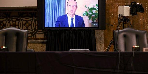 Mark Zuckerberg, fondateur et patron de Facebook, a été très critiqué par les membres du Congrès américain, républicains comme démocrates.
