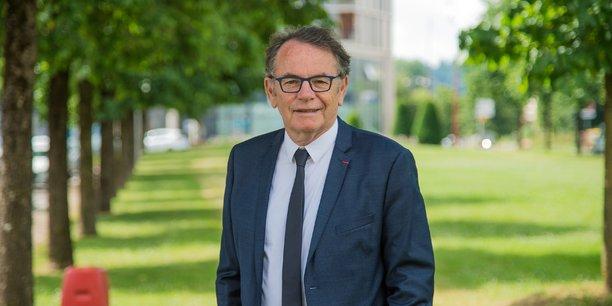 Le maire de Rodez, Christian Teyssèdre, ne milite pas pour une diversification de son usine via l'aéronautique.