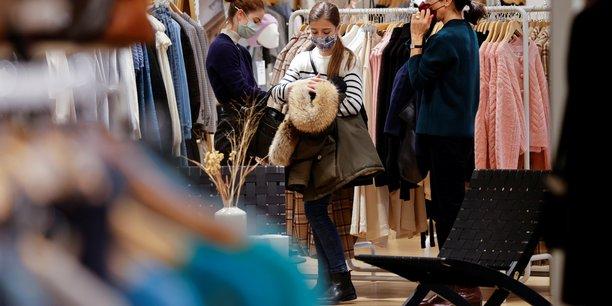 France: les commerces rouvrent pour tenter de limiter la casse en 2020[reuters.com]