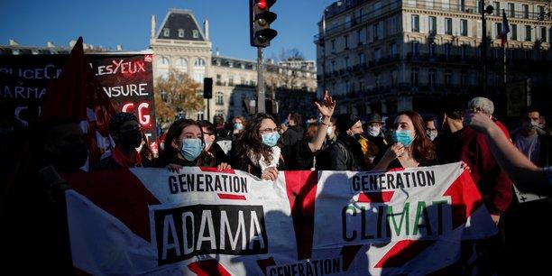 Paris: le cortege contre l'article 24 et les violence policieres a pris le depart[reuters.com]