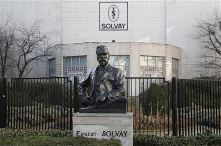 Solvay précise que la transaction débouchera sur une dépréciation de l'ordre de 420 millions d'euros qui impactera le bénéfice net du deuxième trimestre. | REUTERS