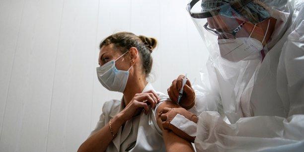 Coronavirus: la vaccination de la population a commence en russie[reuters.com]