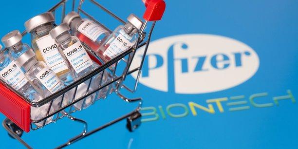 Le 18 novembre, Pfizer/BioNTech avait annoncé que l'efficacité de son vaccin était de 95% selon les résultats complets de leur essai clinique qui avait également démontré l'innocuité des injections.
