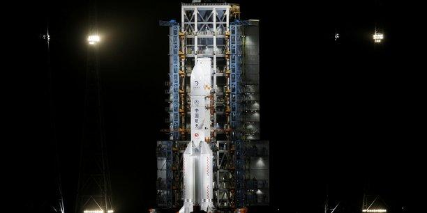 La chine pose un engin sur la lune pour recolter des echantillons[reuters.com]