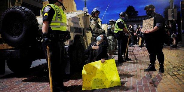 Usa: les elus du massachusetts approuvent un projet de reforme de la police[reuters.com]