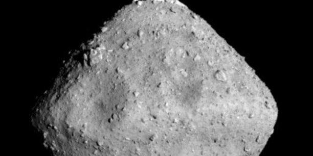 L'astéroïde Ryugu sur lequel des échantillons ont été recueillis par la sonde japonaise Hayabusa2