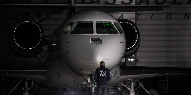 Capable de parcourir 5.500 nm (10.186 km) et de voler jusqu'à Mach 0,90, le Falcon 6X peut relier sans escale Londres et Hong Kong ou Los Angeles et Moscou