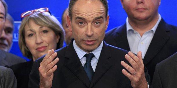 Jean-François Copé préconise 130 milliards d'euros d'économies sur les dépenses publiques. Il évoque la baisse du nombre d'élus...