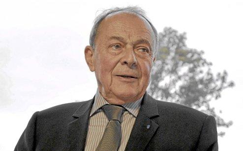 S'ils s'en vont, il devient possible de répondre au besoin de commandement dans l'Europe, affirme Michel Rocard à propos du Royaume-Uni.