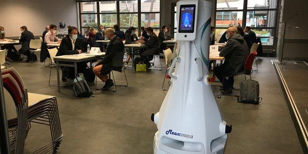 Avec la crise du Covid-19, des robots ont ainsi été adaptés sur de nouveaux métiers, comme le XuP-Steri A de Meanwhile, qui se propose de désinfecter l'air d'un espace clos.
