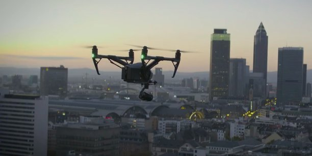 La publication de cette liste noire fait suite à l'ajout à leur précédente liste noire par les États-Unis de plusieurs dizaines d'entreprises chinoises, dont SMIC, principal fabricant de puces du pays, et le constructeur de drones SZ DJI Technology (en photo, un drone haute performance de DJI).