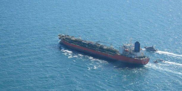 Cette image (fournie à Reuters par l'agence WANA [West Asia News Agency] basée à Téhéran) est censée montrer la saisie du pétrolier sud-coréen Hankuk Chemi dans le détroit d'Ormuz par plusieurs navires des Gardiens de la révolution iraniens.