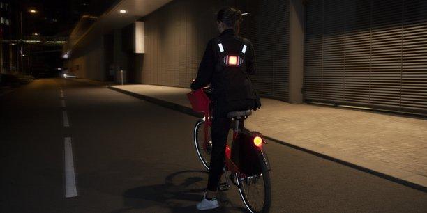 Avec son support lumineux dorsal et la télécommande reliée, Road Light compte séduire le marché du pilote.