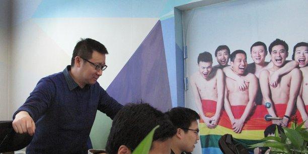 Ma Baoli en 2015 dans les locaux de Blue City, la société mère de l'application de rencontres gay chinoise Blued.