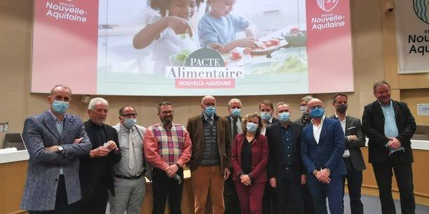 Les signataires du pacte alimentaire Nouvelle-Aquitaine ce jeudi 7 janvier 2021.