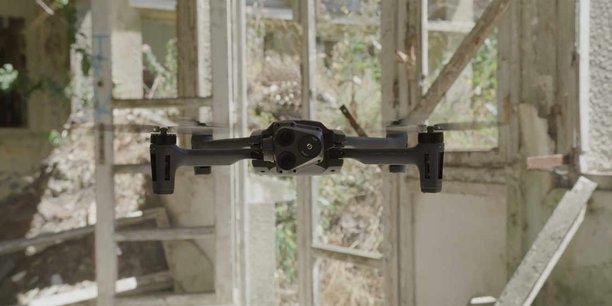 Le micro-drone de Parrot dispose de capacités d'observation de jour comme de nuit, et d'une autonomie d'une trentaine de minutes de vol.
