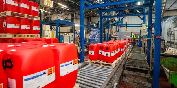 Le site de Dinard produit des solutions hydroalcooliques fortement demandées en 2020.