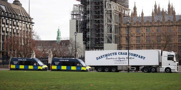 Brexit: des camions de crustaces devant downing street pour protester contre la bureaucratie[reuters.com]