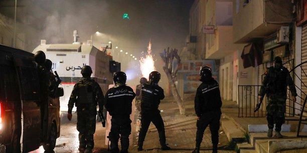 Les manifestations continuent en tunisie[reuters.com]