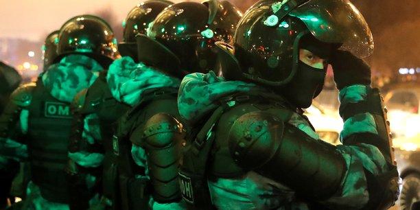 Arrestations en russie: le drian denonce la derive autoritaire russe[reuters.com]