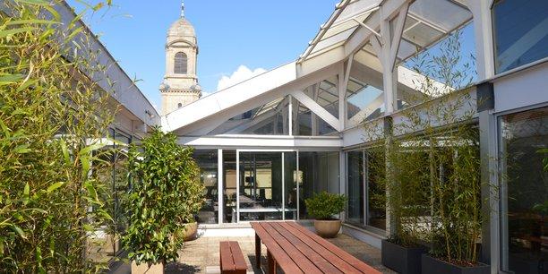 La terrasse du coworking La Girafe à Bordeaux Chatrons.