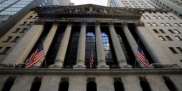 Ce mouvement inédit à la Bourse de New York a bénéficié à d'autres entreprises cotées, que les fonds d'investissement voyaient s'effondrer, notamment les salles de cinémas AMC, la chaîne de grands magasins Bed Bath & Beyond ou encore le fabricant de logiciels d'entreprises BlackBerry.