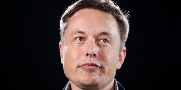 Elon Musk, PDG de Tesla, affiche aujourd'hui une confiance qui dénote avec l'inquiétude générale quant à la pénurie de semi-conducteurs.