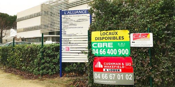 Le parc Georges Besse, à Nîmes, annonce les espaces disponibles.