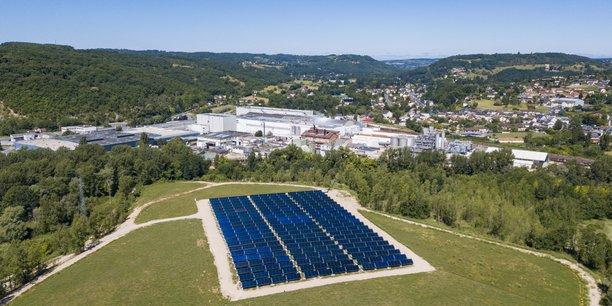 NewHeat va débuter la construction de la centrale solaire de Lactalis dans la Meuse d'ici à cet été, avec une mise en service prévue en mars 2022. (Photo d'illustration: exemple d'un site industriel équipé d'une centrale solaire thermique de newHeat : les Papeteries de Condat, en Dordogne, premier site de production de papier couché en France (450.000 t/an, qui fonctionne 24h/24 et 365j/an). Le combustible fossile effacé ici est le gaz: précisément 1.078 tonnes de CO2 /an.
