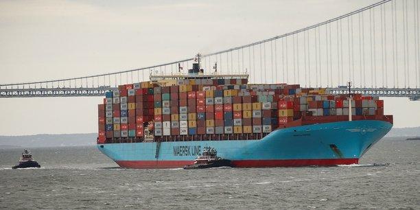 Un porte-conteneurs chargé à bloc entre dans le port de New York guidé par des remorqueurs de la Port Authority of New York and New Jersey. (Photo de juin 2018)