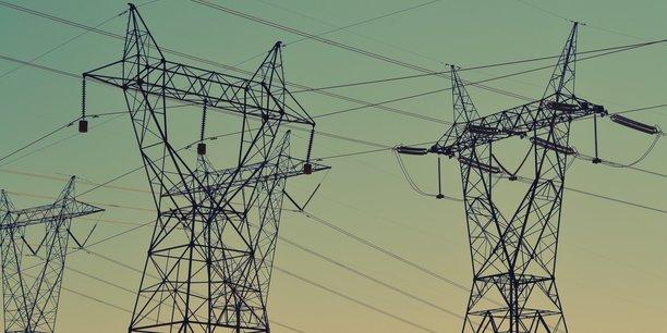 En 2011, une étude de la commission du Sénat prévoyait une augmentation des tarifs de 50% à l'horizon 2020, et de 100% à l'horizon 2023. L'UFC-Que Choir qui s'appuie, elle aussi, sur le chiffre similaire de près de 50% d'augmentation en 10 ans du montant du tarif réglementé de la facture d'électricité payée par le consommateur, dénonce le rôle d'une accumulation aberrante de taxes dans ce phénomène.
