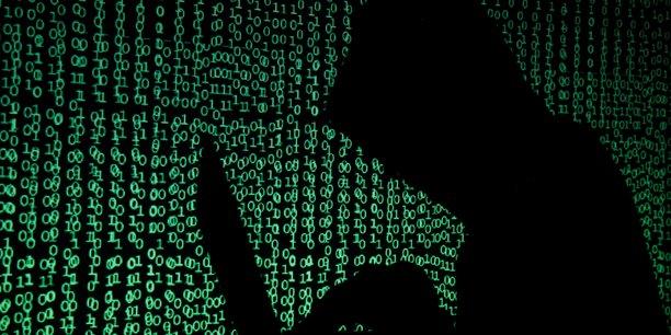 https://static.latribune.fr/full_width/1627522/dix-hackers-arretes-pour-le-vol-de-100-millions-de-dollars-en-cryptomonnaies.jpg