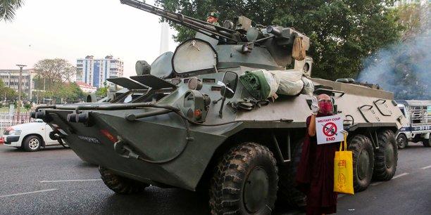 mouvements militaires a rangoun, selon l'ambassade des usa en birmanie[reuters.com]