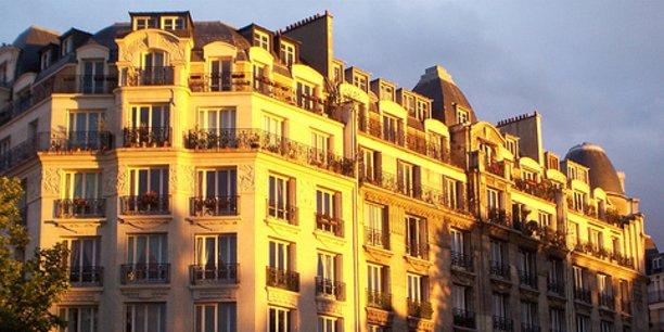 A Paris,  il existe 500.000 logements en location privée, 370.000 logements occupés par leurs propriétaires, 200.000 logements sociaux et 120.000 résidences secondaires, dont 114.000 meublés, sans parler des logements vacants.