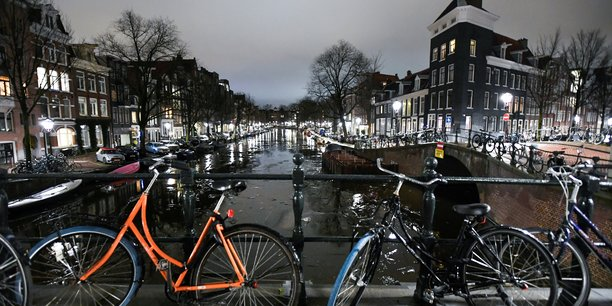Pays-bas: le parlement approuve une loi garantissant le maintien du couvre-feu[reuters.com]