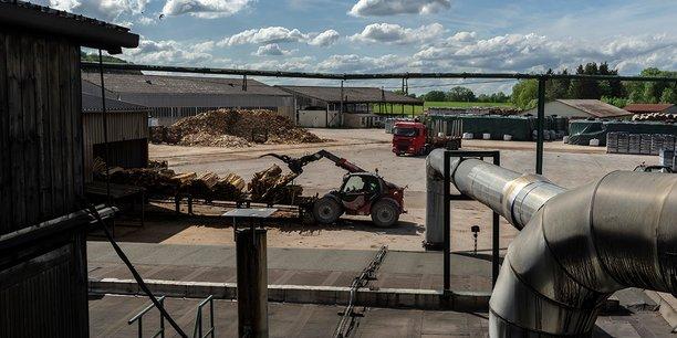 l'industriel certifié Haute performance environnementale, produit toujours des charbons de bois 100% made in France, issus du circuit court et d'une extrême pureté.