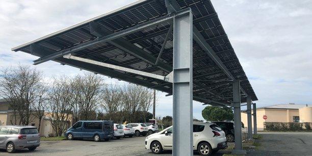 A Longèves, l'installation d'une puissance de 100 kWc et d'une surface de 500 m², composée de deux ombrières, permet de couvrir 36 places de parking