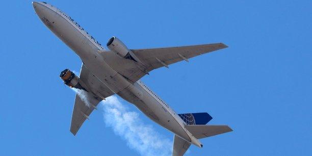 Photo prise samedi 20 février du réacteur droit en feu du Boeing 777 qui devait assurer le vol 328 de United Airlines de Denver à Honolulu. L'appareil a dû faire demi-tour, des débris -certains très importants- sont tombés sur une zone résidentielle. Mais personne n'a été blessé au sol, et tous les passagers et l'équipage ont atterri sains et saufs.