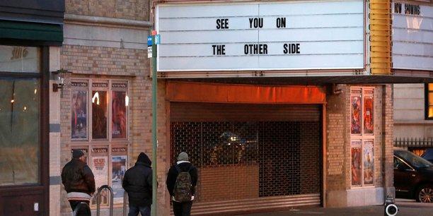 Cuomo annonce la reouverture des cinemas new-yorkais a 25% de leur capacite[reuters.com]